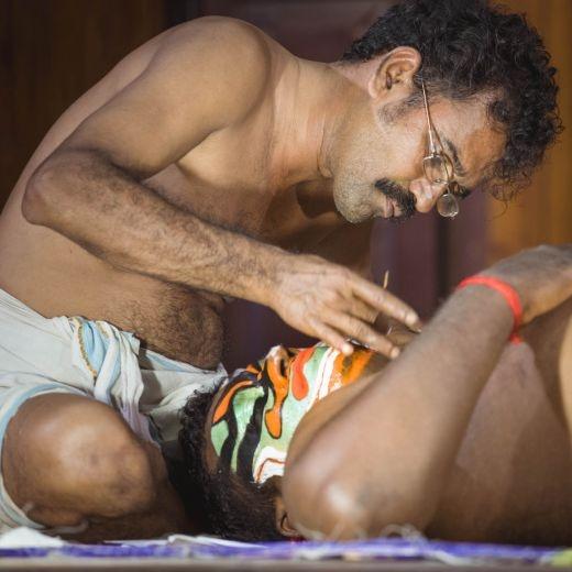 India, priprava tanecnika na tanec Kathakali